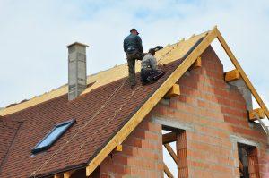 Alpharetta roofers working on roof